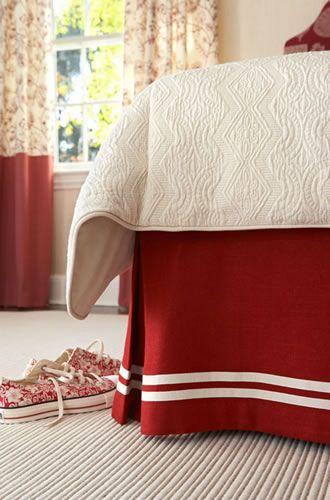 Все новое — это хорошо забытое старое. Данный аксессуар — не исключение. Подзор, или как его еще называют, юбка для кровати служит для того, чтобы скрыть основание кровати, а именно, пространство под ней. Существует множество разновидностей подзоров. Они могут быть выполнены в виде продолжения нижней простыни (наматрасника), который крепится на резинке к самому матрасу, могут…
