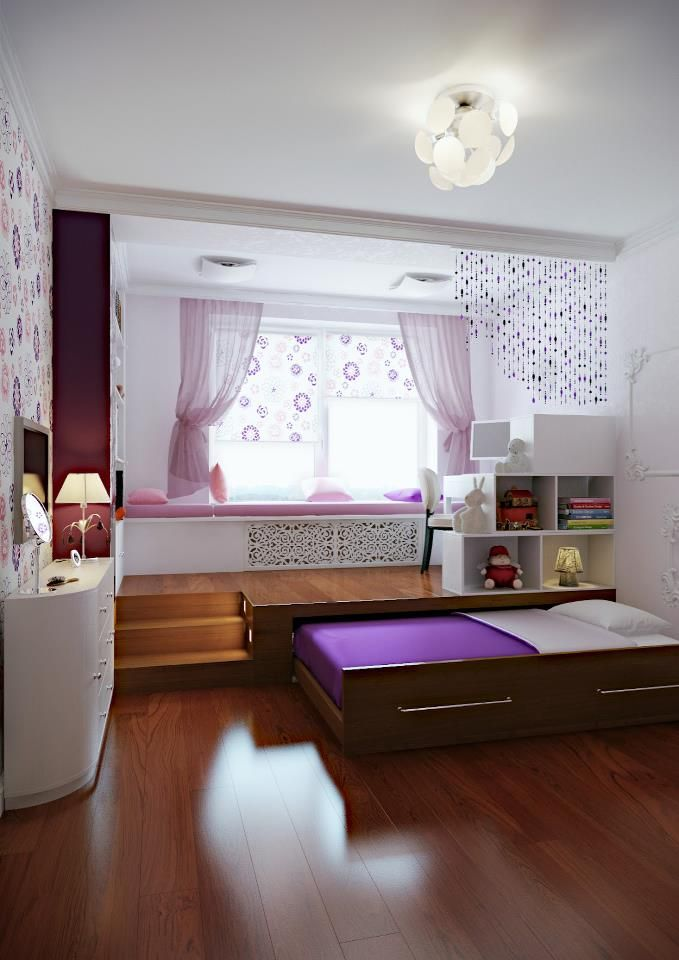 Solução interessante encontrada para maximizar o espaço em um quarto...  Cama embutida em elevação do piso de madeira.