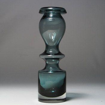 """Pompadour"" vase. Nanny Still for Riihimaen Lasi, 1966."