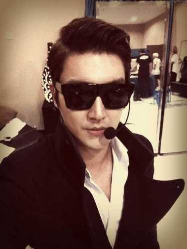SIWON trying to look cool but still just making me laugh