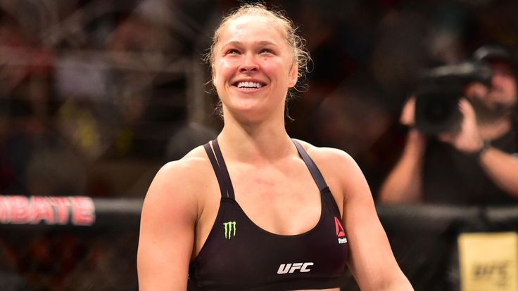 UFC women's bantamweight champion Ronday Rousey says she makes more per second than boxing kingpin Floyd Mayweather and responded to the undefeated boxer's most recent media snub, suggesting he can't read or write.