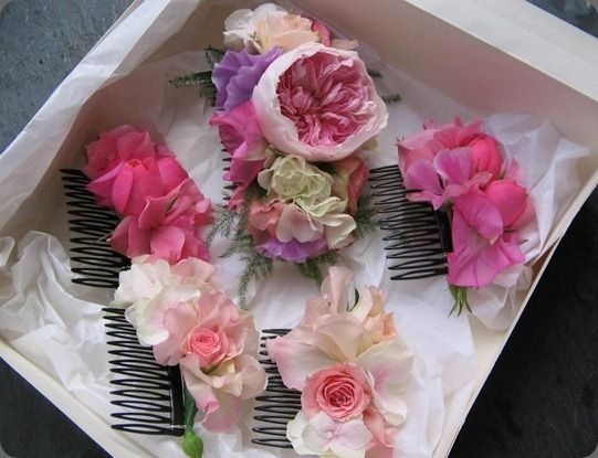 Peinetas con flores :: Flower hair combs by Love Lily