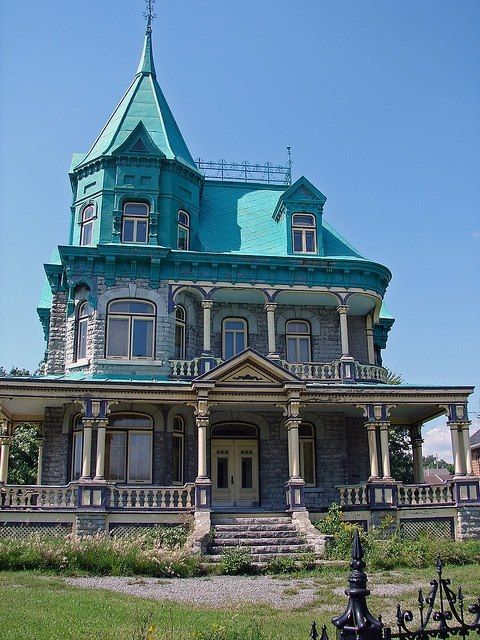 17 best images about victorian homes buildings on for Queen anne victorian house
