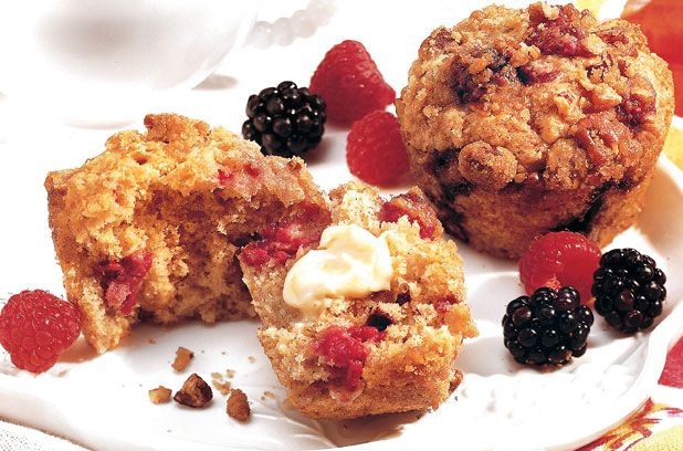 Raspberry and blackberry muffins Frambozen en bramen muffins