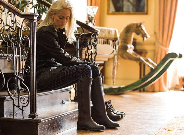Hol dir den #Country #Look von #Grossbritannien mit diesen modischen und funktionalen #Buckland #Wachs- #Leder- #Stiefel. Bei dem wunderschönen gewachsten und ungewachsten #Nubukleder und butterweichen #Wildleder wurde viel Wert auf Stil gelegt – damit du aus jeder Pfütze mit trockenen Füssen heraustrittst. #Caldene #english #equestrian #reiten #reiter #pferd #reitausrüstung #englishequetstrian www.englishequestrian.com