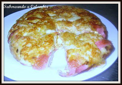 Turmada cucuteña. Este plato típico de la región contiene huevos, jamón, queso, cebolla, tomate y pan. Ideal para darle uso al pan duro.