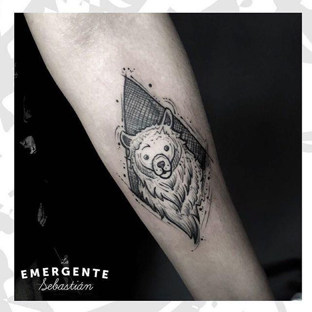 Feliz tarde soleada marineros 🐻🐻 un nuevo tatuaje por @sebastianrodriguezart #laemergentecol #tatuajesbogota #tatuajescolombia #dotwork #puntillismo #beartattoo #tattoo #tatuaje #bngtattoo #lanuevaemergente
