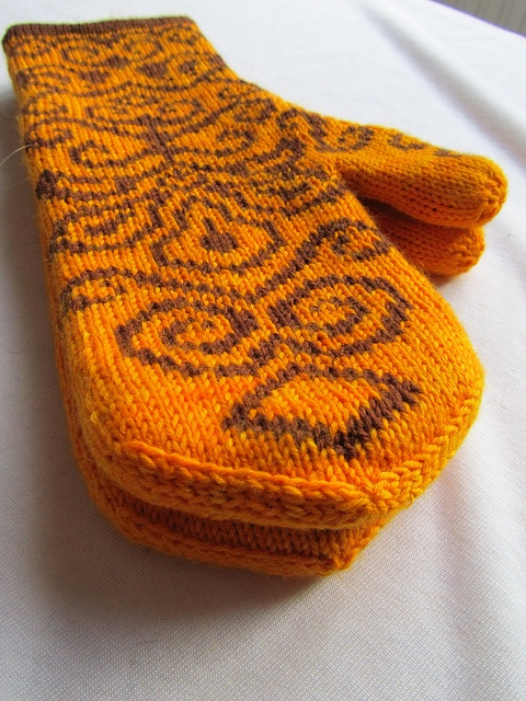 gorgeous double-knit mittens (in sock yarn)