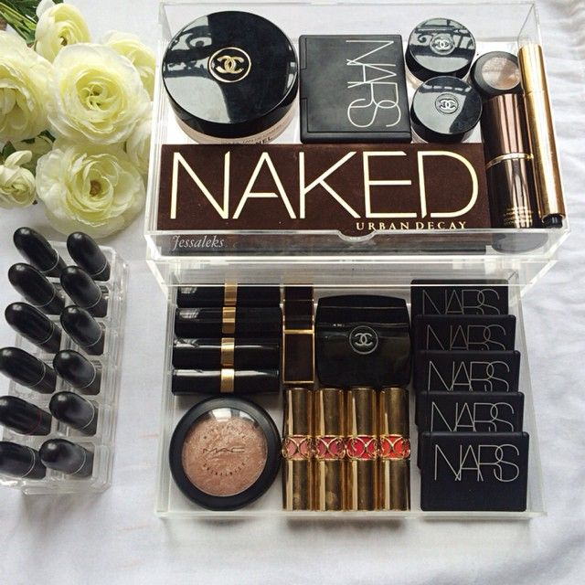 Cute setup, Naked 2 is the BEST Naked Palette #handsdown
