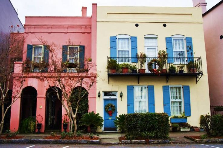 Calendar of events for Charleston SC that is comprehensive and also includes festivals, family friendly, educational, date night, tour/attractions events.