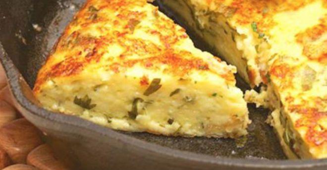 Пышная лепешка на сковородке: ароматно, быстро и вкусно! Каждый кусочек такой аппетитный… - Apetitno.TV
