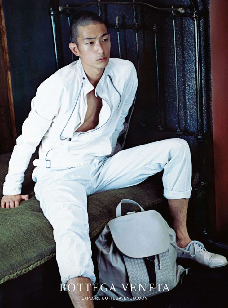Traveling to Tokyo, model Sung Jin Park is the latest face of Bottega Veneta. Tapped for the fashion brand's spring-summer 2015 campaign, Sung connects with Japanese photographer Nobuyoshi Araki for the relaxed advertising outing. In the latest image to be unveiled from the campaign, Sung is photographed outdoors as he wears a serene white spring number. Balancing a certain sportiness with a contemporary elegance, Bottega ...