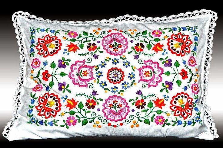 Szentistváni matyó hímzett párna
