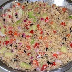 Salade de quinoa aux légumes et vinaigrette piquante @ qc.allrecipes.ca