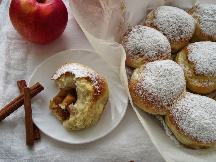 Rozpustne gotowanie: Buchty pieczone z jabłkami i cynamonem.