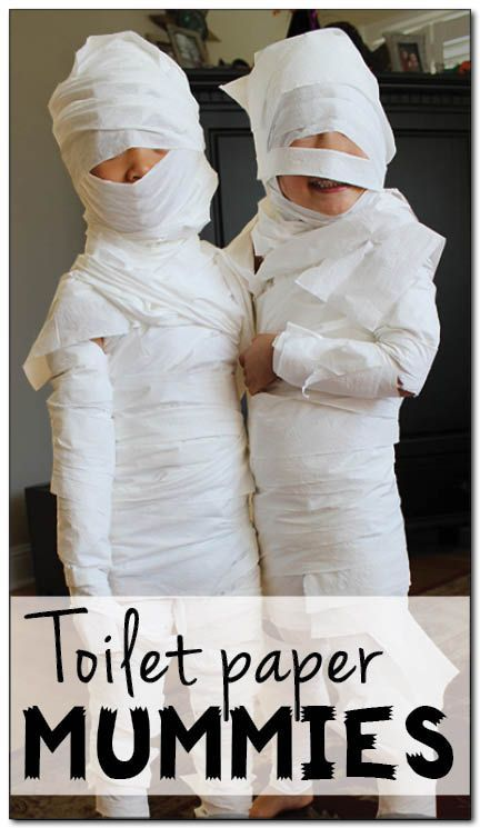 Halloween activities for kids: With a roll of toilet paper, you can turn your child into a mummy with this fun toilet paper mummies Halloween activity.  || Gift of Curiosity