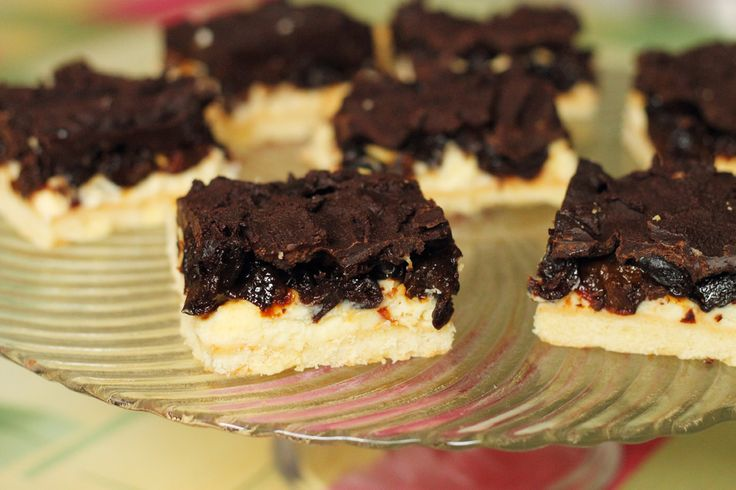 Mazurek ze śliwkami pijanymi i czekoladą