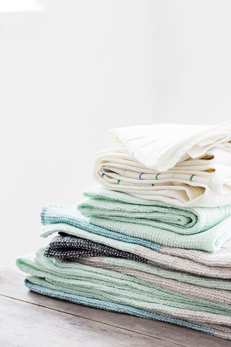 KASTE 100% washed linen towels and TERVA washed linen-tercel towels. Woven by Lapuan Kankurit in Finland.