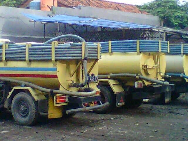 Kami Adalah Perusahaan Layanan Jasa Sedot WC CV MEKAR PUTRA MANDIRI yaitu jasa penyedotan Water Closet / WC , Kloset Mampet , Saluran Pembuangan air yang tersumbat , Pembujatan Septick Tank Baru atau renovasi , Hingga penyedotan limbah pabrik.  ( Besar kecilnya tarif jasa sedot tinja tersebut juga tergantung kapasitas kotoran yang di sedot serta jarak tempuh kelokasi ) HUB:081224972833 / 085956551324