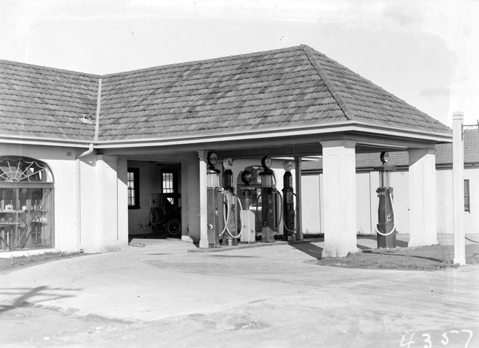 Brodies Garage with petrol pumps in Kingston
