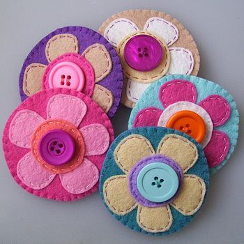 Cute felt flowers that could be used for a pendant or embellishing,or whatever…