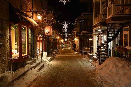 La rue du Petit-Champlain, située à Québec, a tout simplement été élue la plus belle du Canada en 2014 ! Elle fait partie des immanquables de la ville et de mon TOP 6 des choses à faire au Québec en hiver !