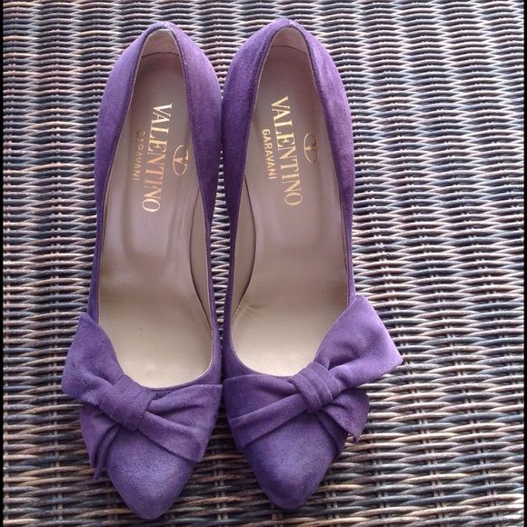 """Valentino Garavani Pumps Authentic Valentino Garavani purple suede pumps! Bow detailing. Worn twice. Slight wear on the bottom. Size 38 1/2 European which is 8 1/2 U.S. Sizing. Made in Italy. No dust bag. Will come with a dust bag but not the original one and not the original box either. TRADESPAYPAL PLEASE USE OFFER BUTTON """"SALE DOES NOT APPLY"""" Valentino Shoes Heels"""