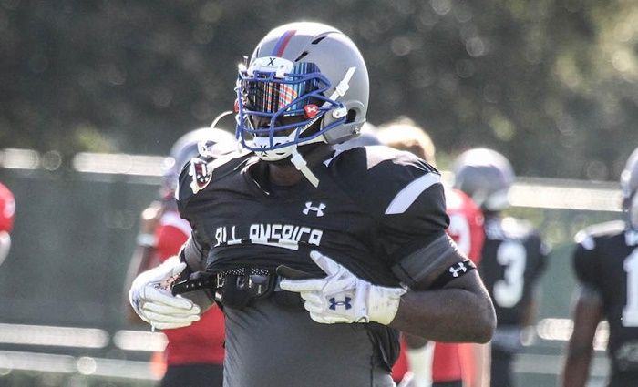 Alabama defensive tackle commmitment Akial Byers has academic issues and is headed to a junior college, 247Sports.com reported Monday.