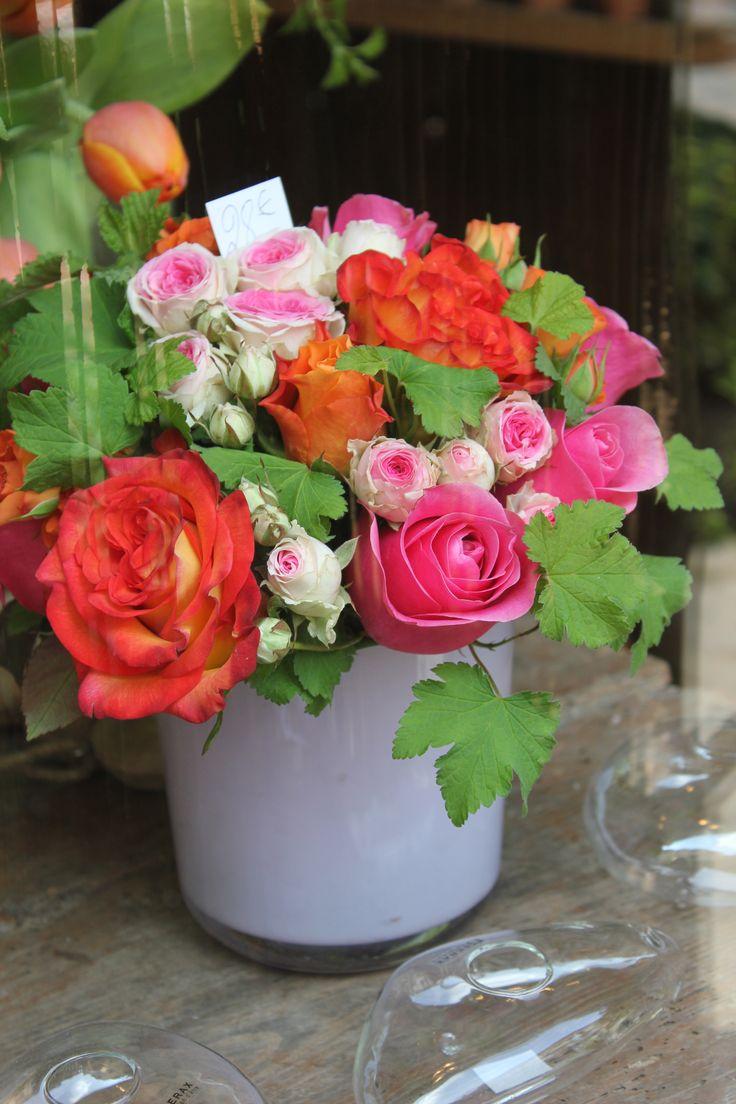 Roses with geranium leaf. Florist Rouen.