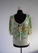 Zielona szeroka bluzka