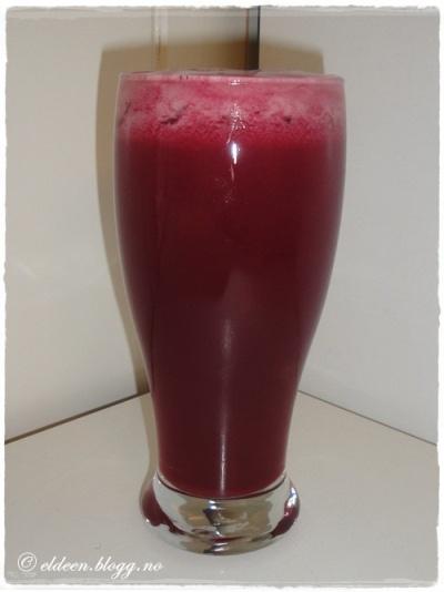 Rød, rensende juice.