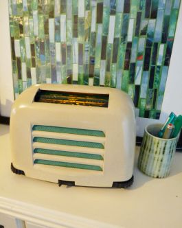 FB10 made in 1950 by Kolster Brandes.  Originally marketed as The Magic Midget and now more commonly known as The Toaster. Modified mp3/iPod/Personal DAB amplifier only.   £90