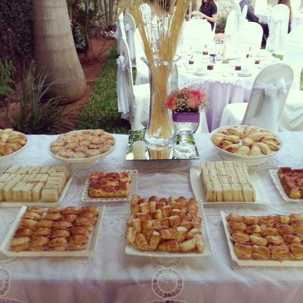 Mesa de bocadillos salados boda pinterest mesas - Mesas para buffet ...