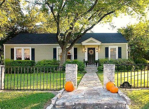 Sage Green House Siding | Benjamim Mooreu0027s Texas Sage