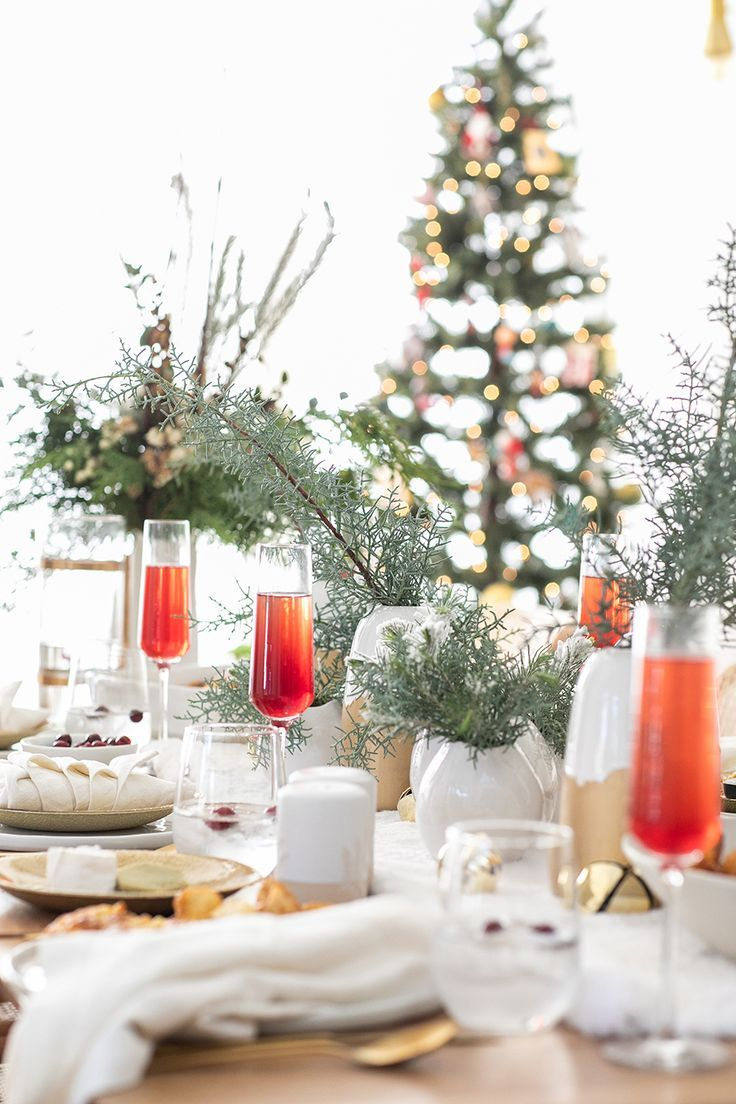 How To Put Together A Charming Christmas Brunch Sugar And Charm Christmas Table Decorations Diy Christmas Table Christmas Table Decorations Diy
