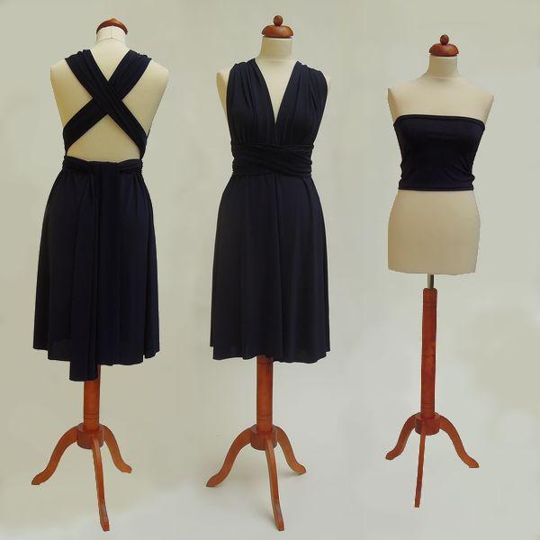 Krátké tmavě modré Convertibles® šaty #modresatyconvertibles Každé #satyconvertibles mají k sobě bolerko/top ve stejné barvě, které si můžete vzít přímo na tělo nebo použít jako krycí díl vašeho vlastního spodního prádla. Šaty ale můžete nosit i bez něj a nechat tak vyniknout svá záda 👌