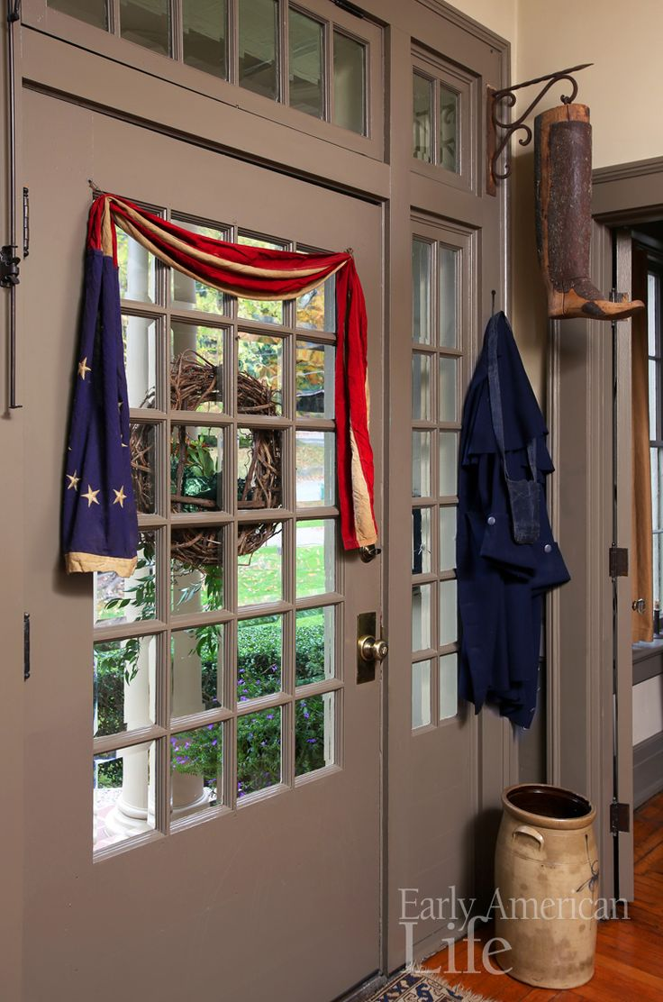 The August issue is in the mail! For those of you who have not received it yet, here's a sneak peek into Sally Spaulding's Kentucky home. A great collector, Sally has a style we just love. patriotic | front door | historic house | antiques