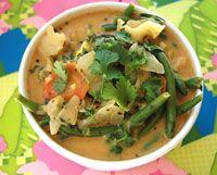 Vegetarisk thaigryta med grönsaker i röd curry och kokosmjölk.