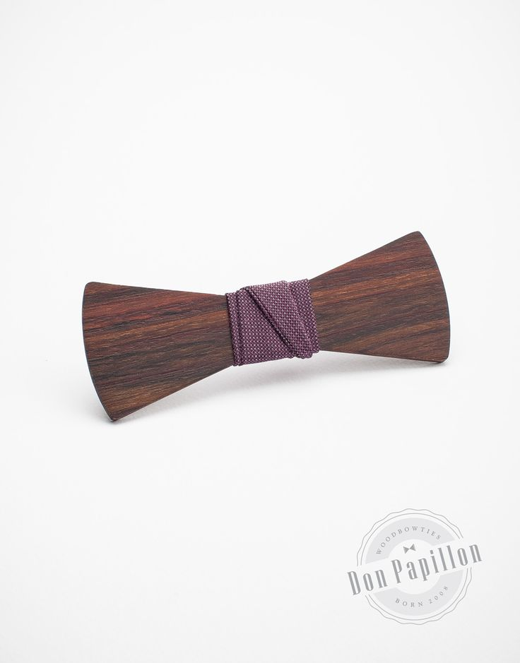 Don Ruiz model is made of Palisander wood and a violet fabric. The wooden bow tie would mach perfectly a light shirt, adding a touch of color!