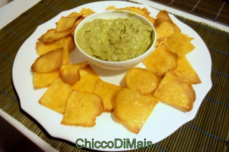 Guacamole con nachos al forno  http://blog.giallozafferano.it/ilchiccodimais/guacamole-con-nachos-al-forno/