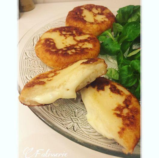 Délicieuse croquettes au pomme de terre fourrées au fromage.