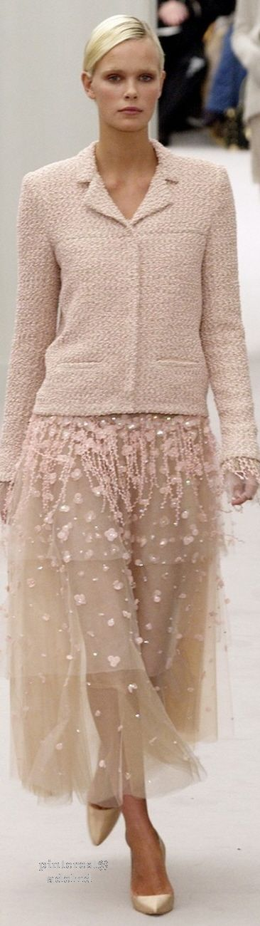 Another view of an earlier pin! Like it even more now! :) Chanel Couture ~ Summer Skirt Suit, Soft Pink