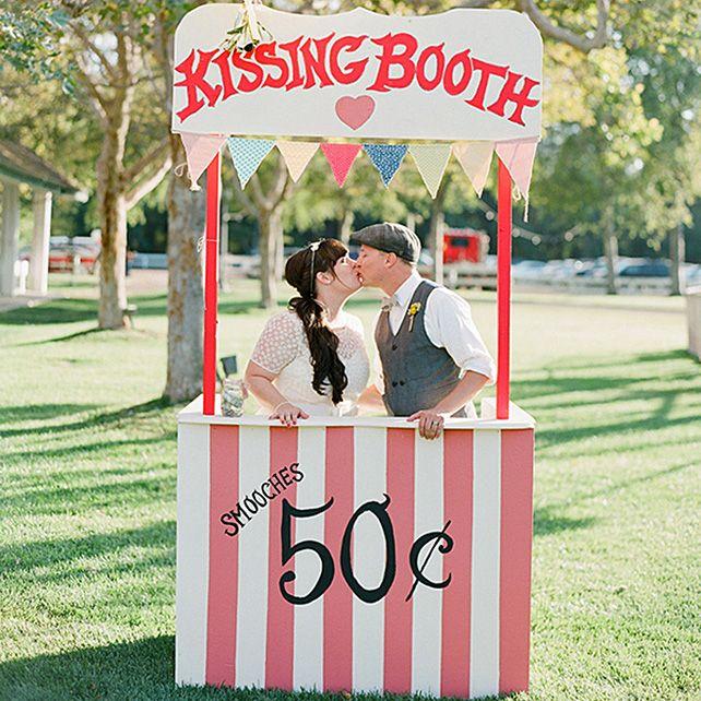Вдохновение: будка для поцелуев на свадьбе