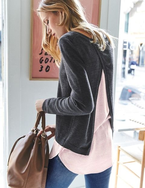 Twice the style, half the effort: that's what you get with our combination of a light woven shirt and fine merino wool jumper. The back split detail adds extra polish to your layered look. Perfect for a quick costume change when you're hurrying between business meetings and the social whirl.