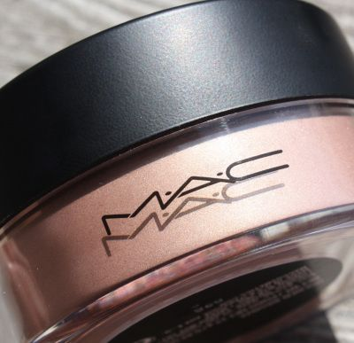 MAC Iridescent Loose Powder in Golden Bronze! Use this for the perfect shimmery highlighter or bronzer.