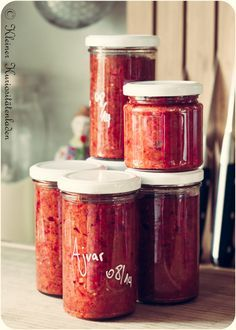 Ajvar einkochen aus 5 kg Paprikaschoten, einer Zwiebel, einer Aubergine, confiertem Knoblauch, Olivenöl, Salz und Zucker