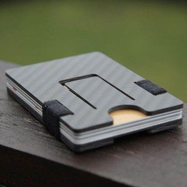 Such a cool wallet from @pulowallet. Love the carbon fiber!