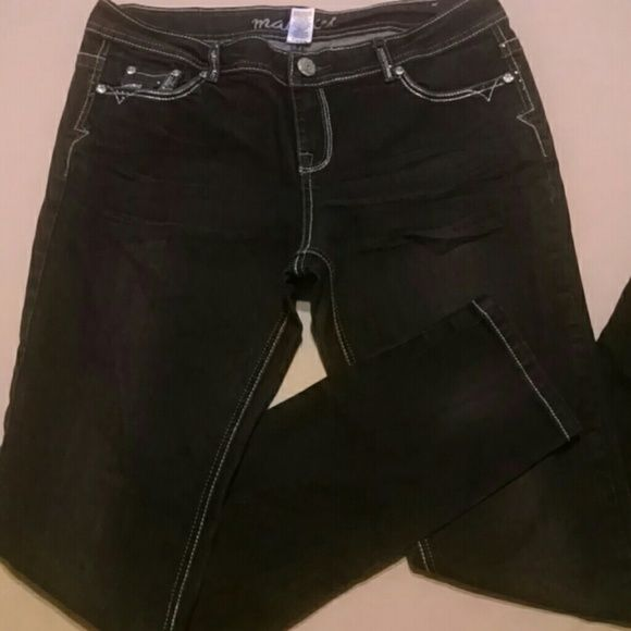 """***SALE***Maurices blue denim skinny jeans Blue denim skinny jeans with silver threading and cz gemstones on front and back pockets. 34"""" waist 33"""" inseam NWOT Maurices Jeans Skinny"""