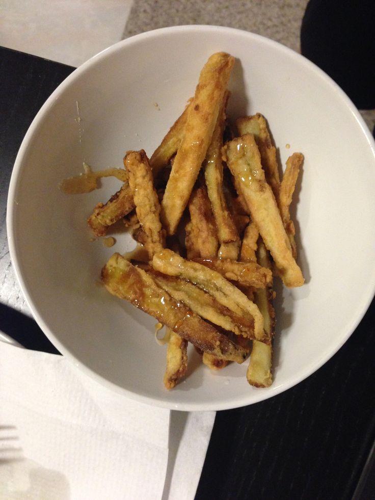 Berenjena frita como papitas fritas con miel.