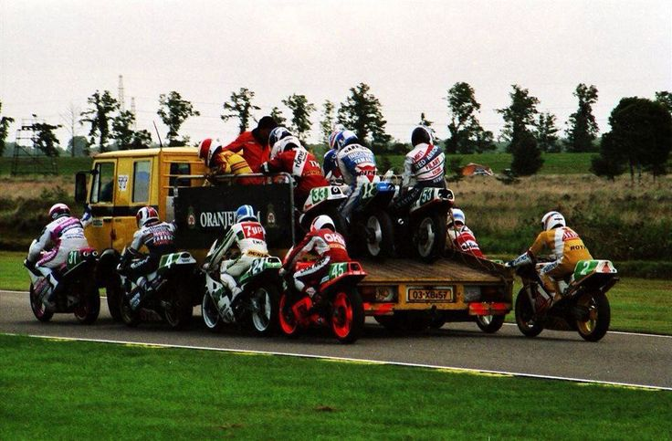 Assen 250cc 1988 エンジンの状態をチェックするために予選などの走行が終わるとエンジンカットしていた2スト時代。